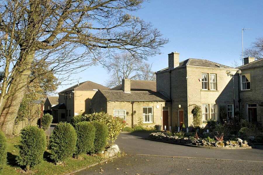 Folly Hall Gardens, Bradford, West Yorkshire, BD6 1UJ ...